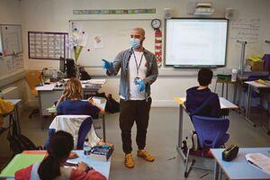 فیلم/ اعتراض و نگرانی معلمان از بازگشایی مدارس در آمریکا