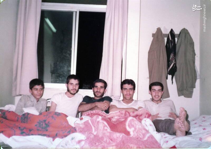 شهید داوود بصائری(نفر اول از چپ)