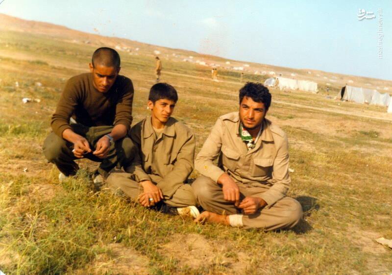 شهید داوود بصائری(نفر وسط)