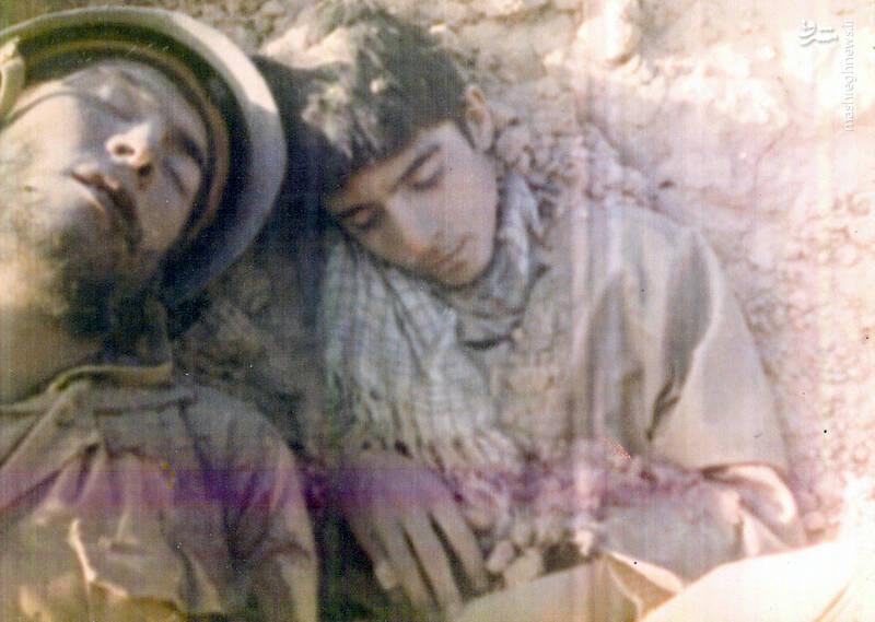 آخرین تصویر از پیکرهای به جامانده شهید داوود بصائری(سمت راست) و شهید اکبر قهرمانی(سمت چپ) در منطقه عملیاتی فکه