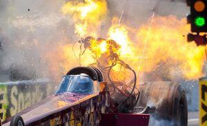 عکس/ لحظه انفجار موتور ماشین فرمول یک