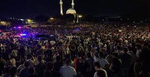 فیلم/ تجمع مردم باکو برای آغاز جنگ!
