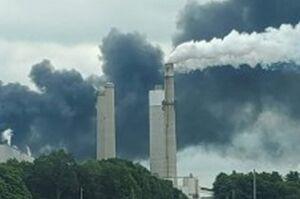 انفجار و آتشسوزی در نیروگاه برق شهر ویتفیلد آمریکا +عکس