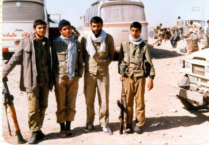 شهید علی بلورچی(نفر اول از راست)