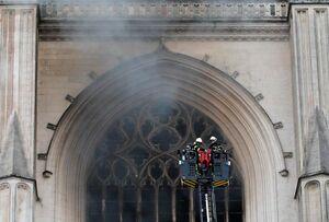 عکس/ آتش سوزی در کلیسای جامع «نانت»