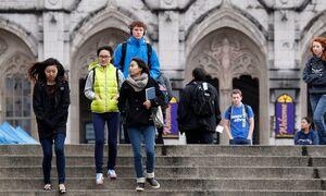 زانوی ترامپ بر گردن دانشجویان خارجی