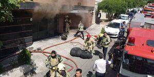 ساختمان ۱۰ واحدی در سعادت آباد طعمه حریق شد