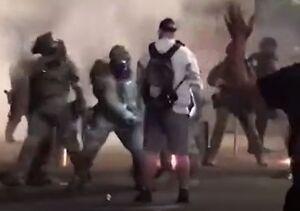 فیلم/ ضربوشتم بیرحمانه یک معترض آمریکایی توسط پلیس