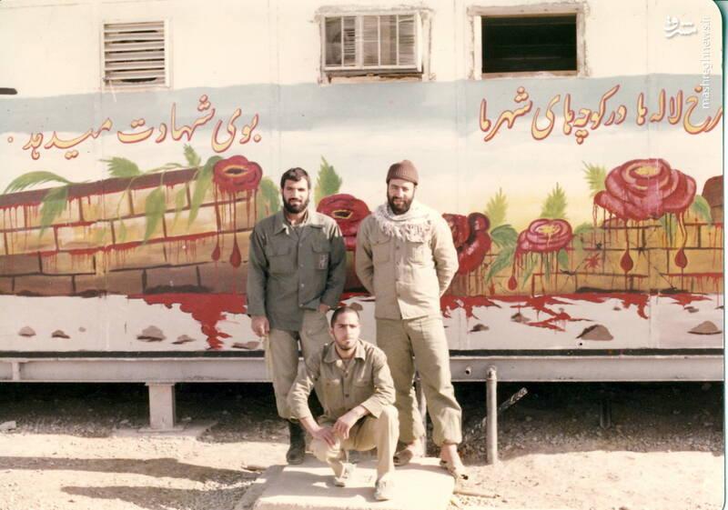 شهید محمدحسین ملکمحمدی(نفر اول از راست)