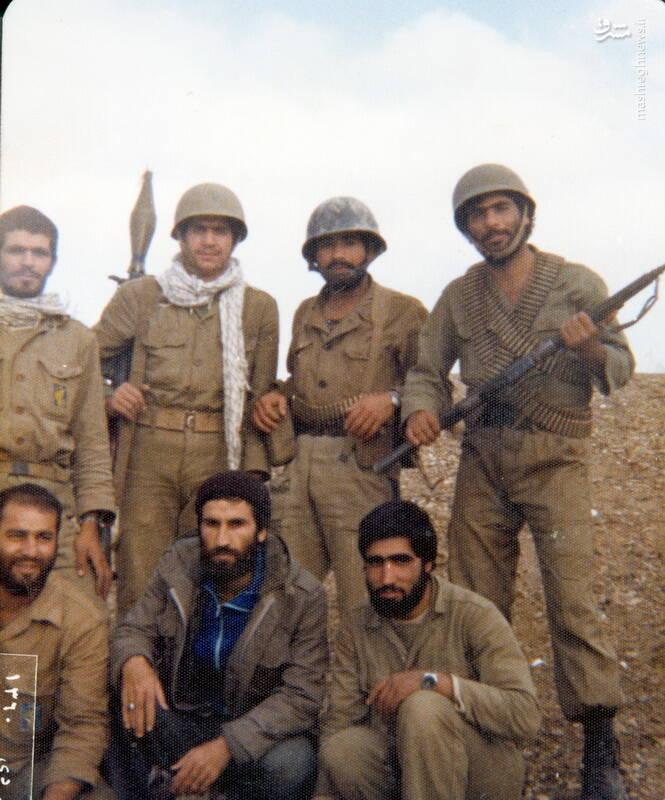 شهید محمدحسین ملکمحمدی(نشسته، نفر اول از چپ)