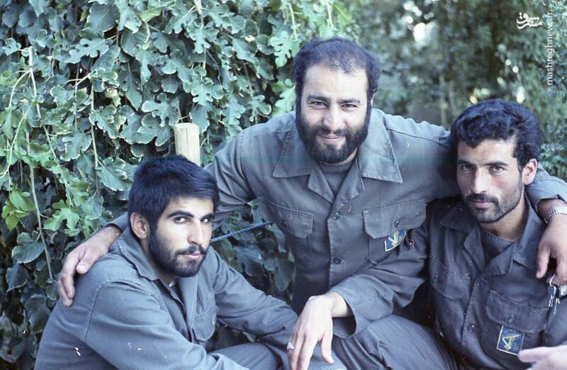 شهید محمدحسین ملکمحمدی(نفر وسط)
