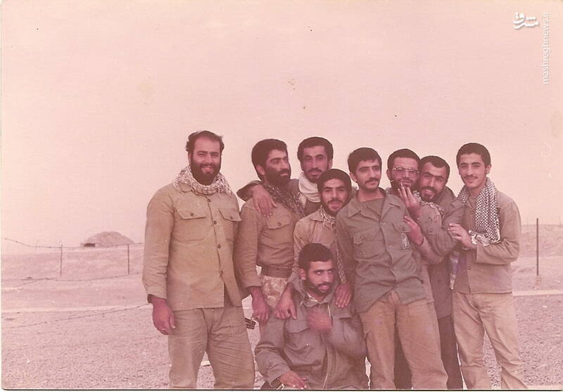 شهید محمدحسین ملکمحمدی(ایستاده، نفر اول از چپ)