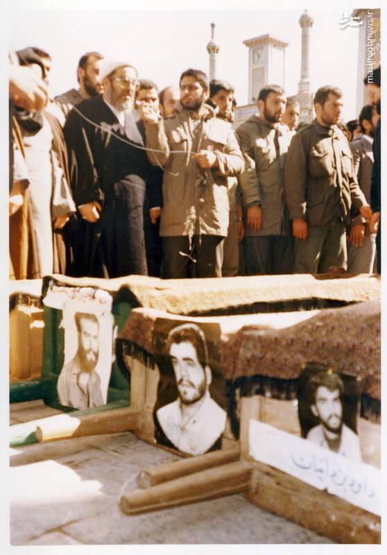نماز بر پیکر شهید محمدحسین ملکمحمدی