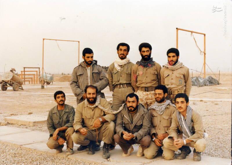شهید محمدحسین ملکمحمدی(نشسته، نفر دوم از چپ)