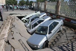 خسارت به خودروها بر اثر نشست زمین +فیلم