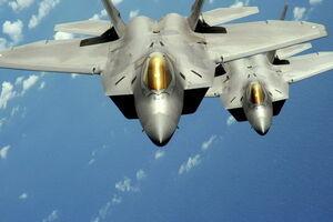 تصاویری از لحظه ماجراجویی جنگندههای مهاجم برای هواپیمای ماهان