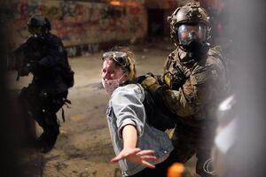 آغاز تحقیق درباره خشونت پلیس فدرال آمریکا