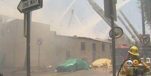آتشسوزی در یک مرکز تجاری در لسآنجلس