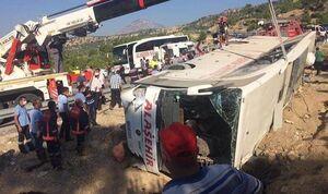 عکس/ واژگونی اتوبوس متعلق به سربازان ارتش ترکیه
