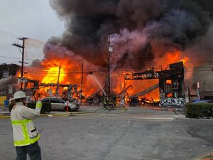 آتشسوزی در مجتمع تجاری در سانفرانسیکو +فیلم