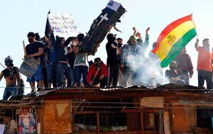 عکس/ اعتراض زندانیان بولیوی بر پشت بام زندان