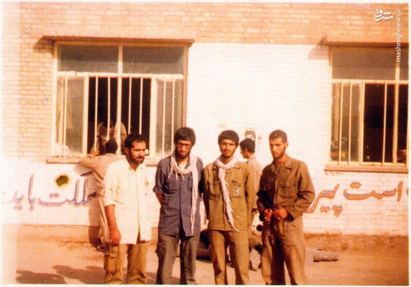 شهید محمدحسین شیخحسنی(با پیراهن سفید)
