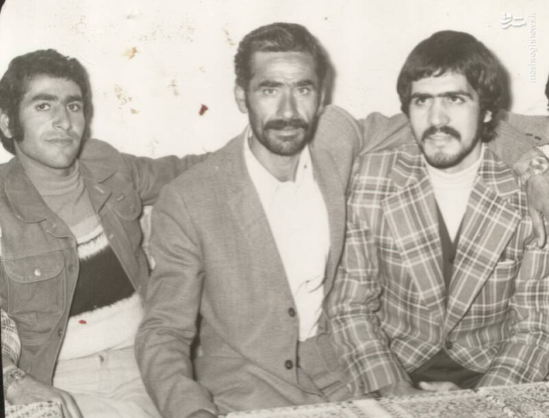 شهید محمدحسین شیخحسنی(نفر اول از راست)