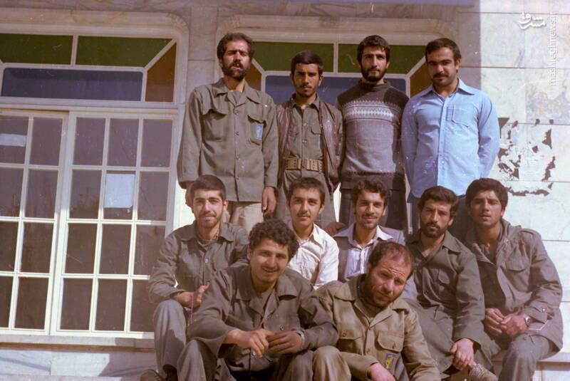 شهید محمدحسین شیخحسنی(ایستاده، نفر اول از چپ)
