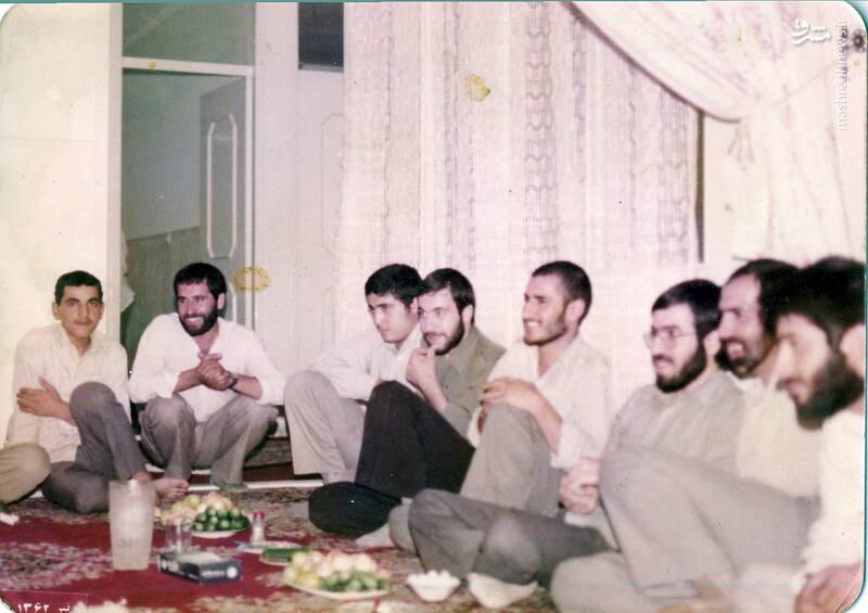 شهید محمدحسین شیخحسنی(نفر دوم از راست)