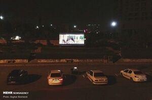 عکس/ راه اندازی سینما ماشین در جزیره قشم