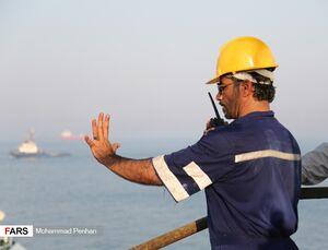 عکس/ تعمیر بازوی بارگیری نفت در پایانه خارک