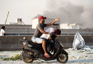 انتقال یک مجروح لبنانی با موتور
