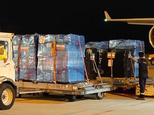 عکس/ کمکهای ارسالی ایران در فرودگاه بیروت
