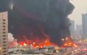 آتش سوزی گسترده در بازاری در امارات