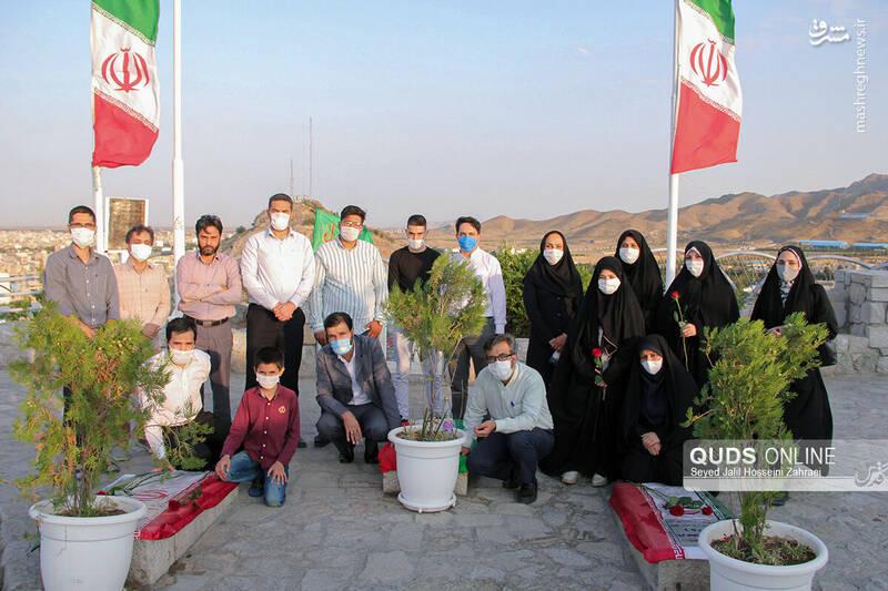 عکس/ عطر افشانی مزار شهدای گمنام توسط اهالی رسا نه