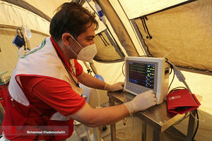 عکس/ بازدید سفیر ایران از بیمارستان هلالاحمر در بیروت