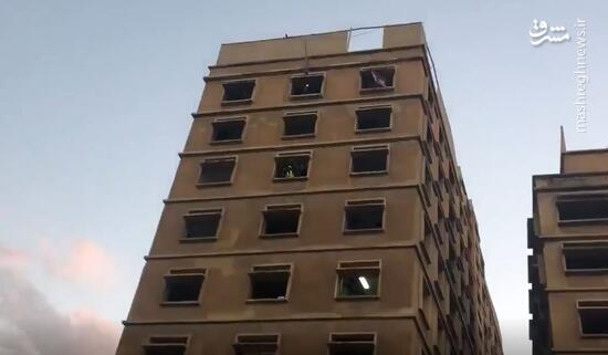 فیلم / تسخیر ساختمان وزارت اقتصاد لبنان توسط معترضین