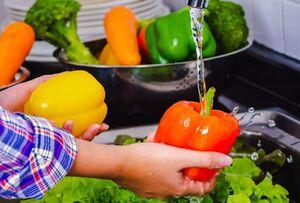 ضدعفونی کردن میوهها و سبزیجات در روزهای کرونایی