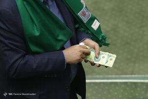 عکس/ عیدی به نمایندگان مجلس