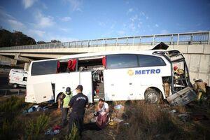 عکس/ برخورد اتوبوس مسافری به دیوار اتوبان