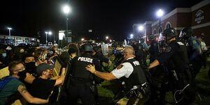 ضرب و شتم با باتوم؛ پاسخ پلیس آمریکا به معترضین