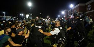 فیلم و عکس| درگیری شدید پلیس آمریکا با معترضان در «فرگوسن» و «فونیکس»