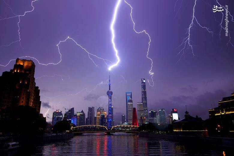 2879558 - عکس/ رعد و برق دیدنی در آسمان چین
