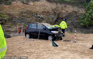 عکس/ سقوط خودرو گردشگران