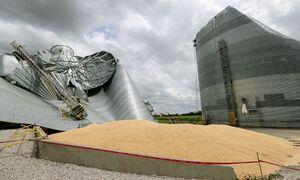 عکس/ تخریب بزرگترین سیلو ذرت آیووا بر اثر طوفان