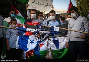 عکس/ تجمع اعتراض آمیز دانشجویان مقابل سفارت امارات