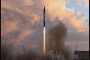 فیلمی از نقطهزنی موشک خرمشهر-۲