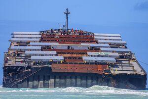 نزدیکترین تصویر از کشتی دوتکه شده ژاپنی