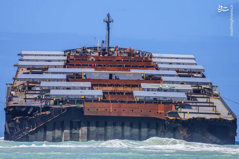 2885448 - نزدیکترین تصویر از کشتی دوتکه شده ژاپنی