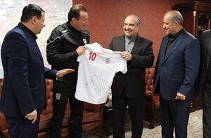 آوار یک قرارداد بر سر فوتبال و ورزش ایران